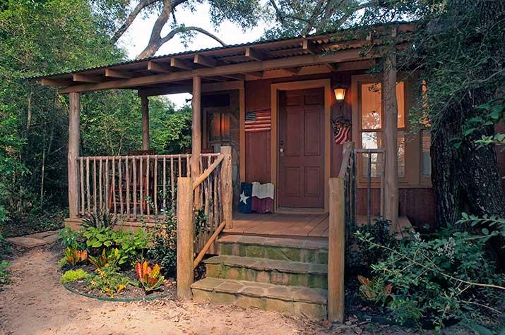 Mystic Woods Cabin exterior