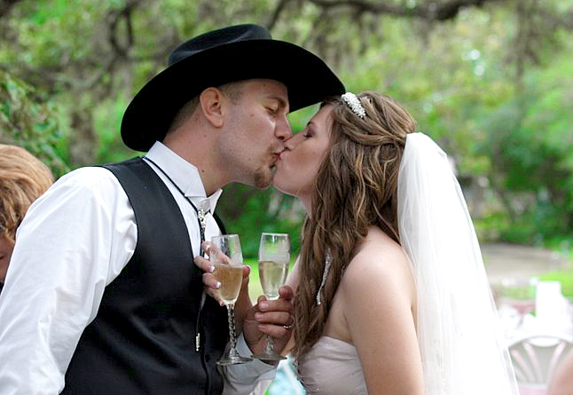 Elope in Texas - Couple Kissing