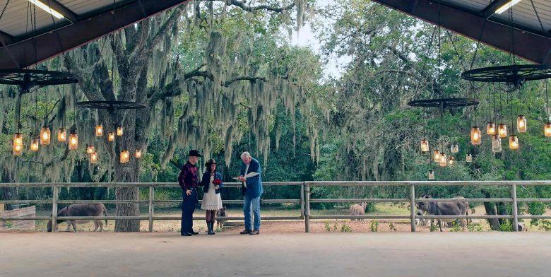 Intimate Texas ranch wedding venue