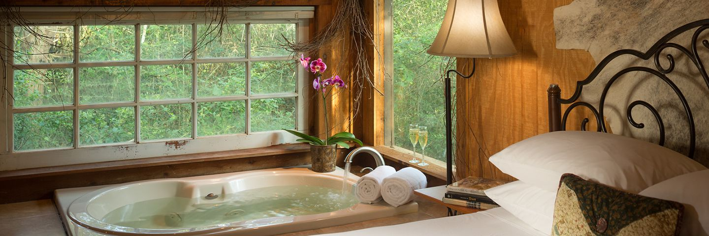 hot tub with view of woods
