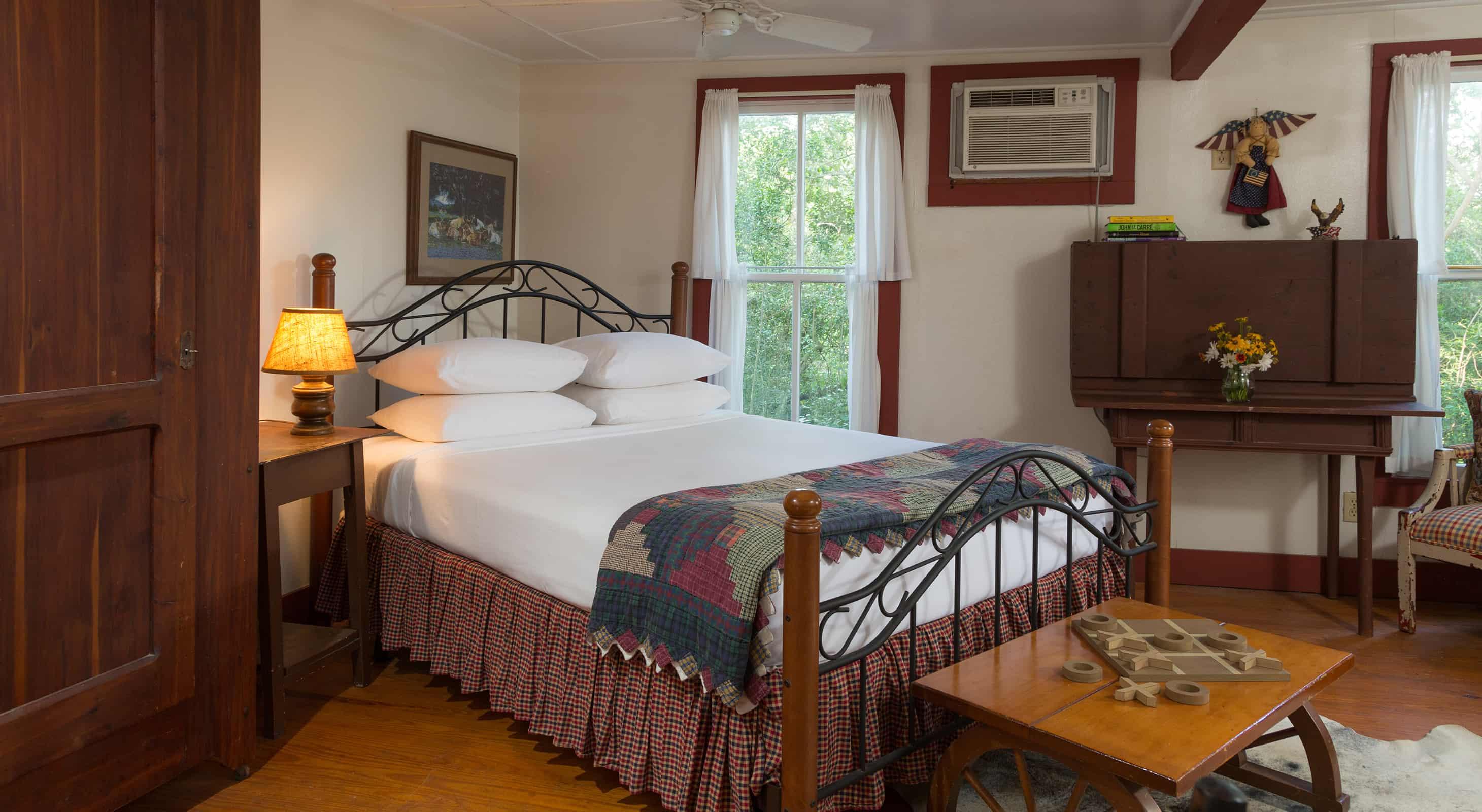 Mystic Woods Cabin for weekend getaways in Texas