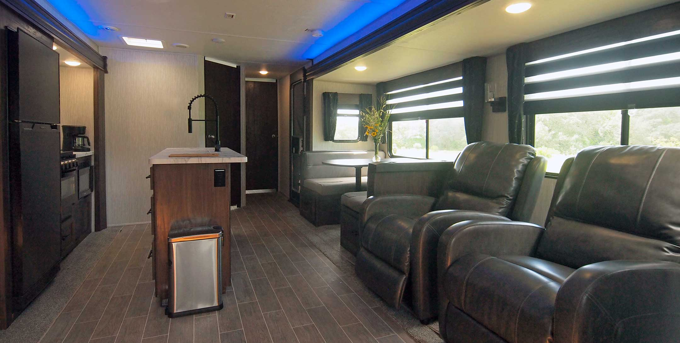 LakeView Deluxe RV living room