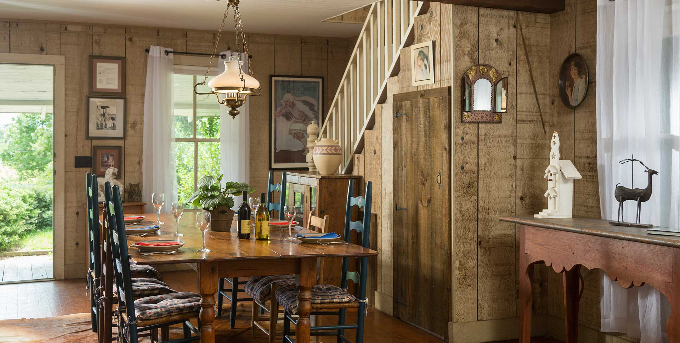 Dog Trot House Cozy Loft Suite dining room
