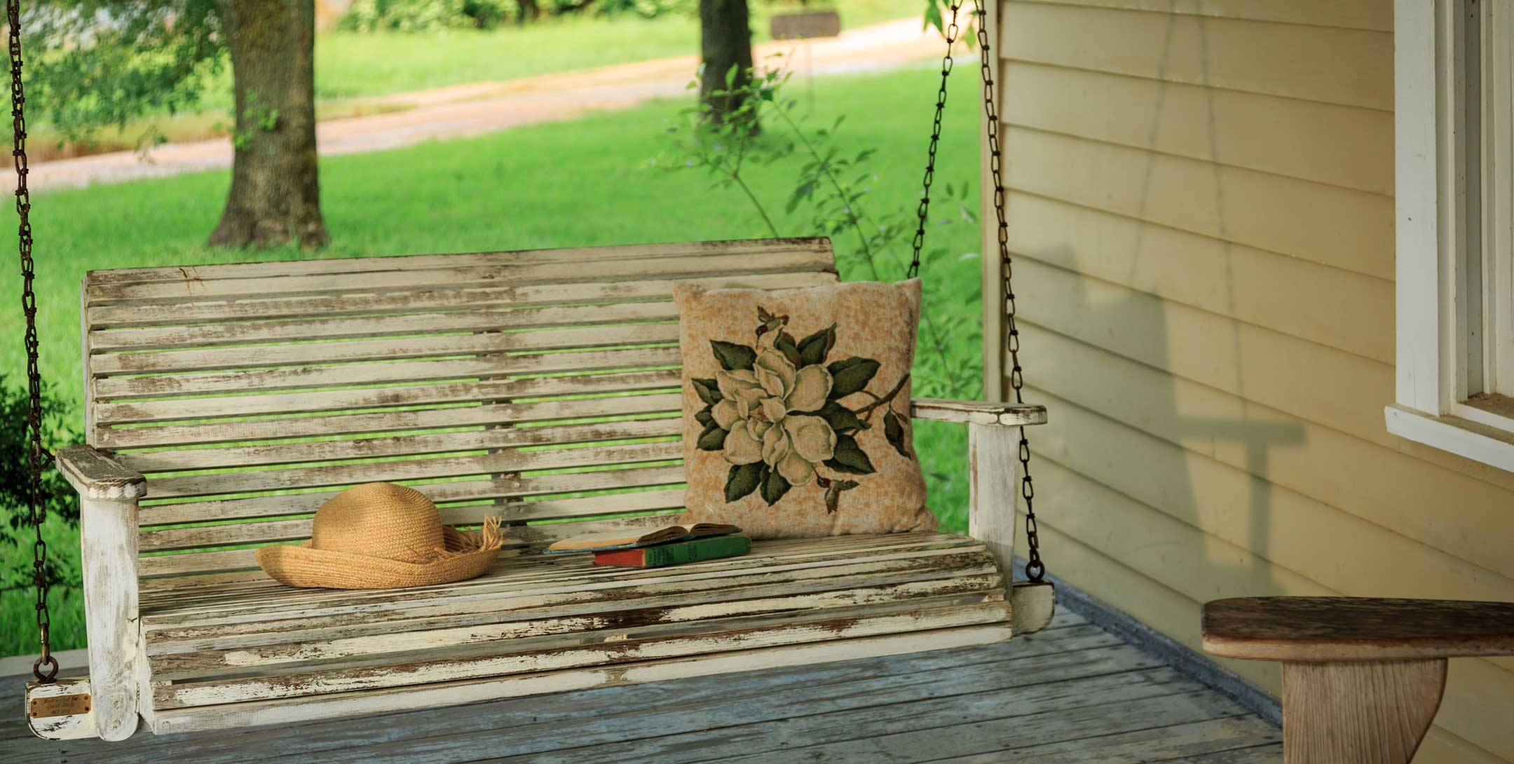 Dog Trot House Magnolia Suite porch swing