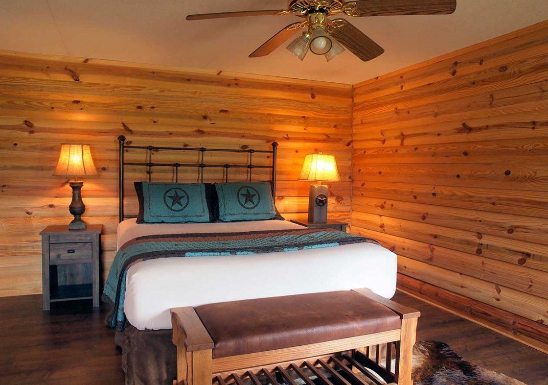 StarView Cowboy Cabin bedroom