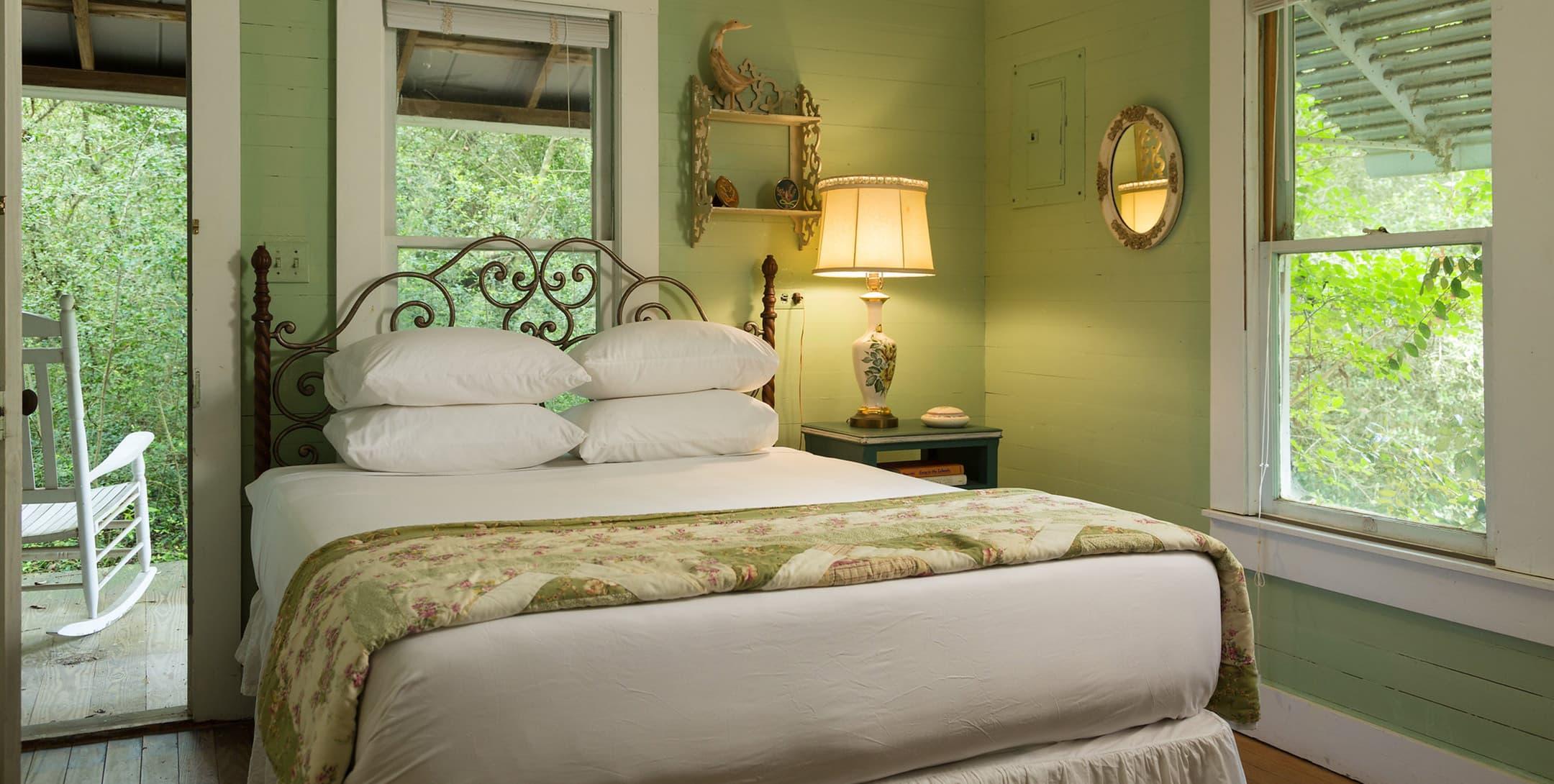 Bluebonnet Bungalow queen bed