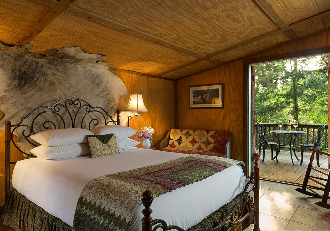Enchanted Cabin bed and private deck